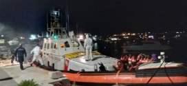 Sea Watch, i migranti sbarcano a Lampedusa