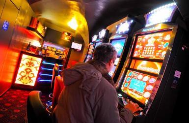 Jackpot City l anuova sala giochi in via canevari, slot