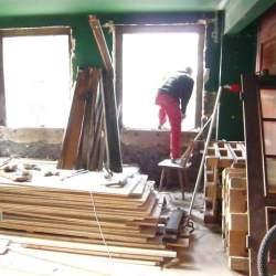Vorarbeiten für die neuen Fenster