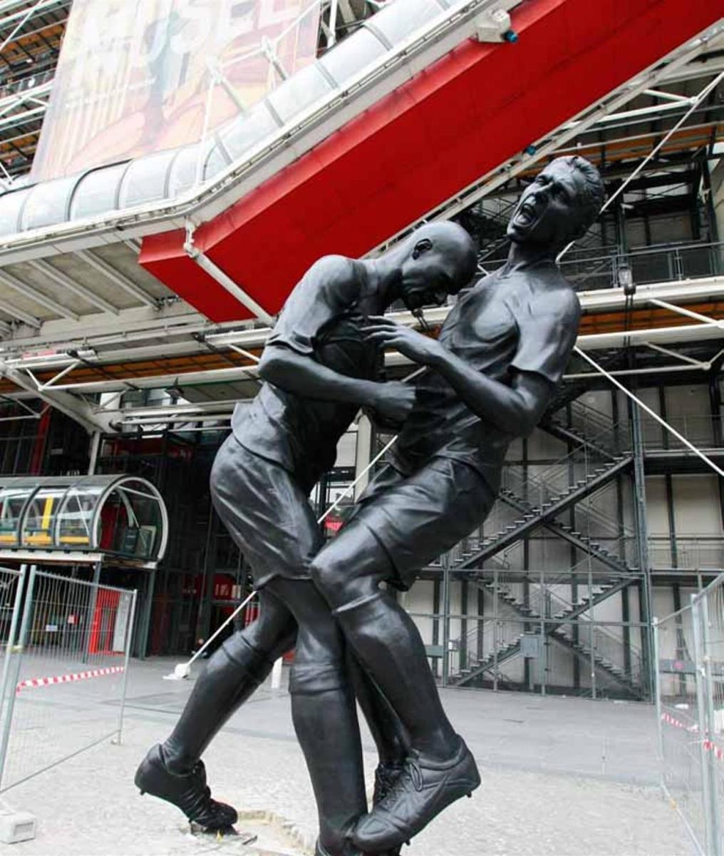 La testata di Zidane a Materazzi diventa una statua, a Parigi - Linkiesta.it