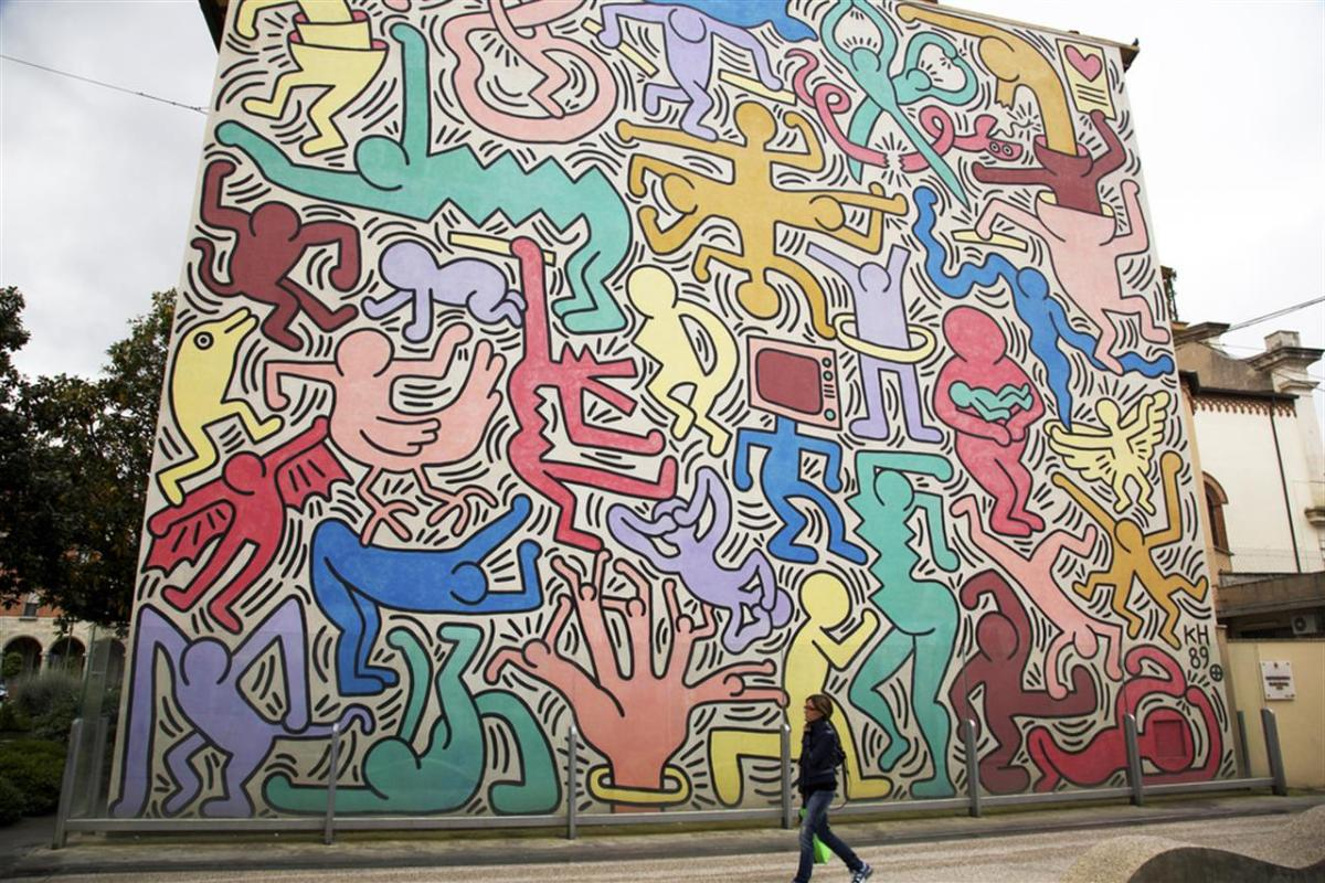 Arte quando l'asfalto si fa tela. Pisa Un Murales Di Haring Fa Piu Politica Di Tutti I Social E L Assessore Leghista Fa Bene A Criticarlo Linkiesta It