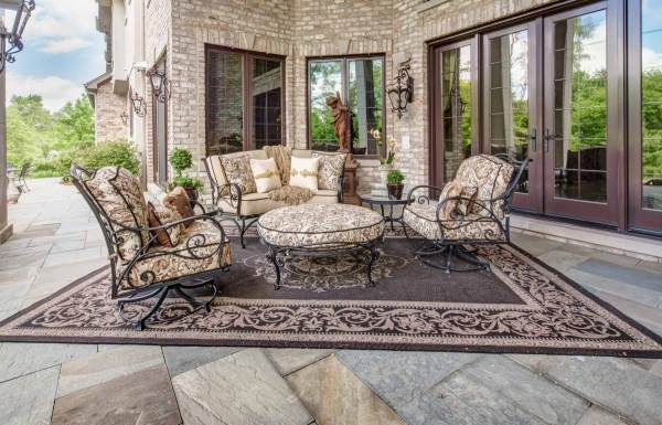 luxury outdoor patio furniture Luxury-Outdoor-Patio-Furniture-and Rug