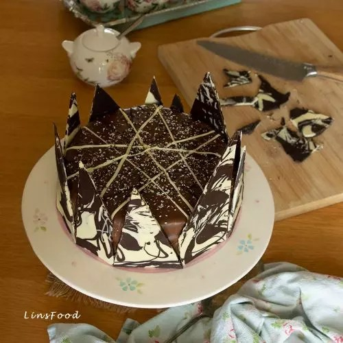 A two layer chocolate cake doesn't need to be difficult to frost. Perfect Chocolate Birthday Cake With Chocolate Ganache And Shards