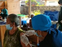 Team Vaksinator Polres Karangasem Terus Berupaya Tinggalkan Pandemi Menuju Endemi