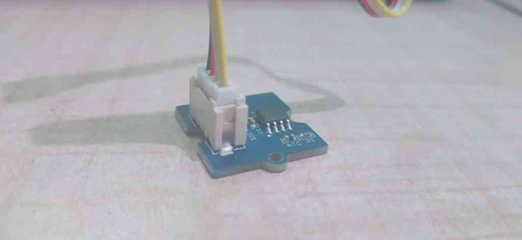 Grove temperature sensor plug
