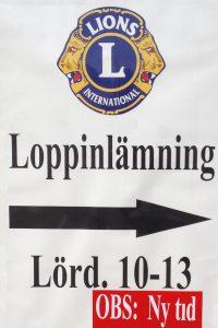 Skylt vid Dalbyvägen som visar att du kan lämna loppor mellan 10:00 och 13:00 var helgfri lördag.