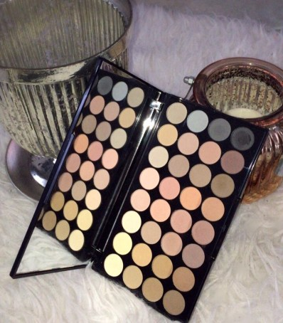 Ultra Professional Eyeshadow Flawless Matte lipoedem mode makeup revolution