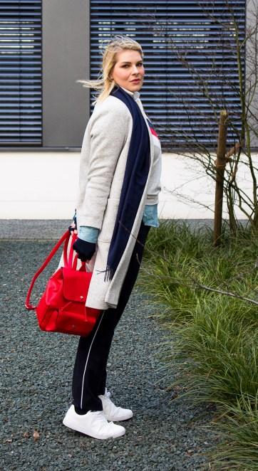lipoedem mode outfit flachstrick flatknit compression fashion marineblau athleisure große größen übergröße groß caroline sprott armbestrumpfung medi look lipoedema lipodema lymphödem lymphoedema lymphodema