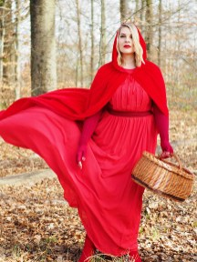 lipoedem mode fairytale red riding redhood märchen rotkäppchen kirschrot medi jasmine reimann caroline sprott lipoedema lipedema compression