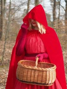 lipoedem mode fairytale red riding redhood märchen rotkäppchen kirschrot medi jasmine reimann caroline sprott lipoedema lipedema compression
