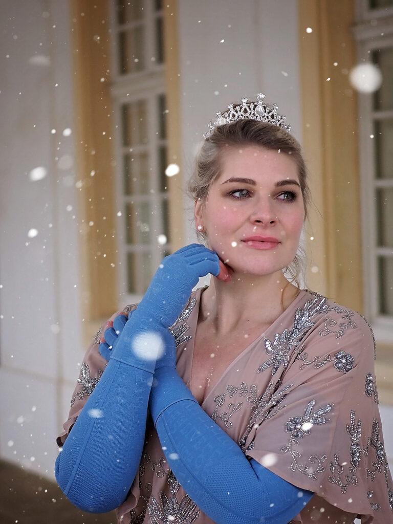 lipödem mode märchen in kompression caroline sprott jasmine reimann larp heldin medi jeansblau armkompression