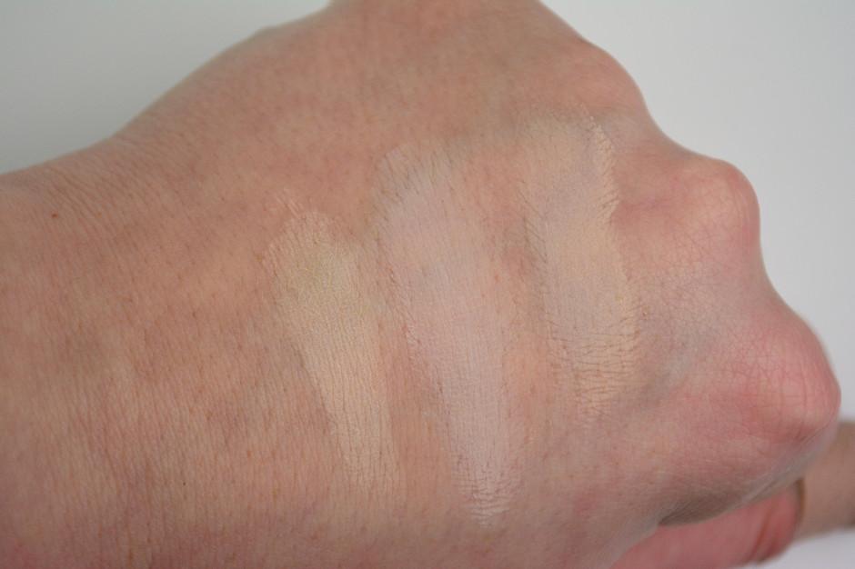 Bobbi Brown Long Wear Cream Eyeshadow in Bone Swatch