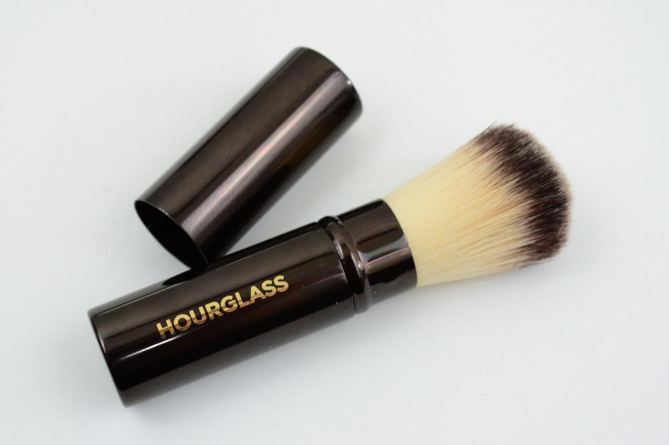 Hourglass Retractable Foundation Brush