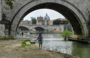 Mary poses beside the Tiber with her pizza box, our lunch takeaway.