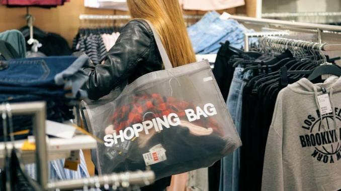 Black Friday Moda  Economize em roupas 24d4f081ba2