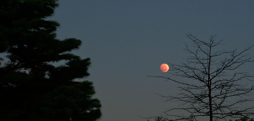 Lunar eclipse in the early morning hours