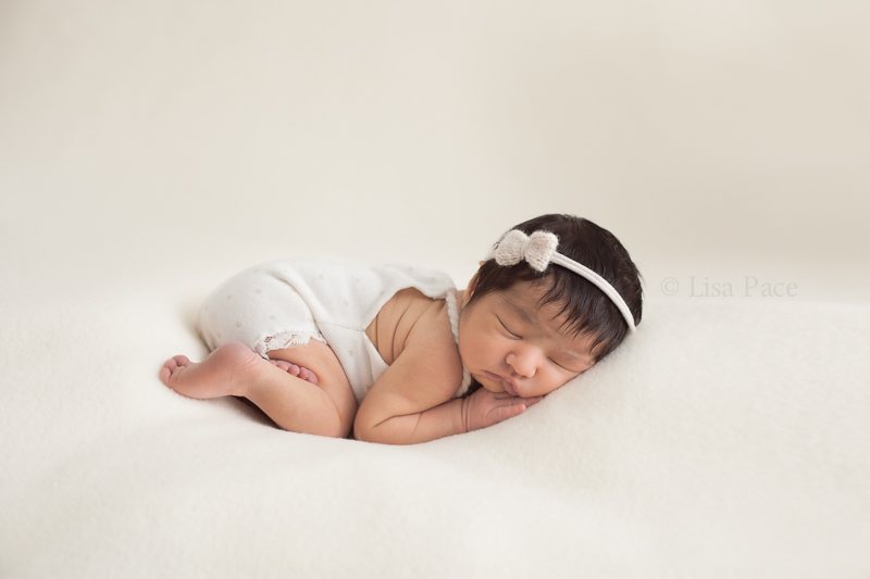 All newborn sessions take place in lisas warm and relaxing studio it is recommended to book a session within 5 10 days of birth as baby is so sleepy and