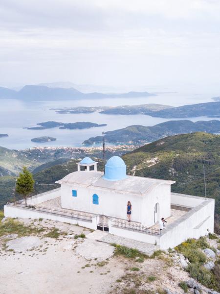Het uitzicht vanaf het hoogstgelegen kerkje van Lefkas: Profitis Ilias.