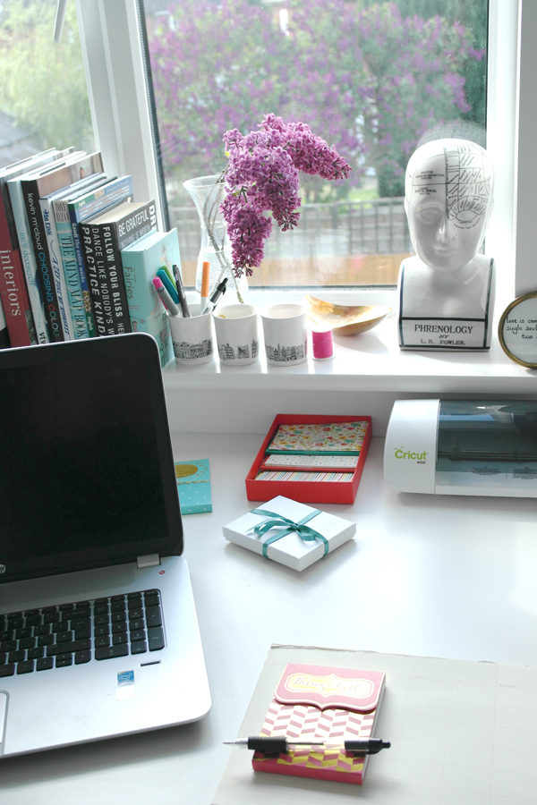 bloggers-desk-landscape