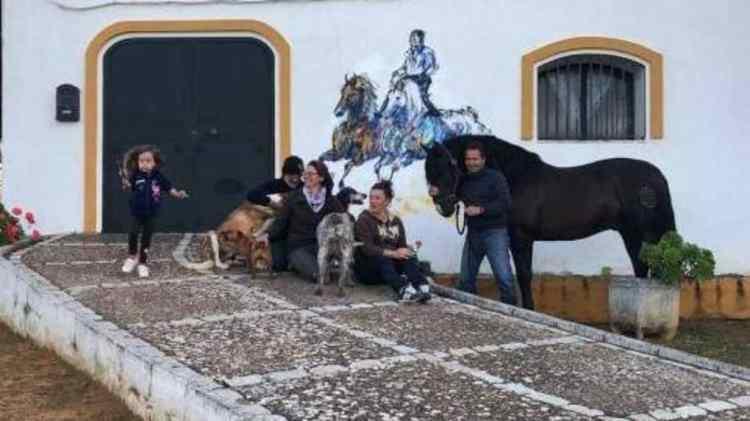 Pour LiSKA LLoRCa, des conditions de confinement en Espagne entre famille, amis et chevaux !