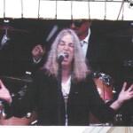 """כוהנת הרוקנרול הגדולה: פטי סמית' במופע 40 שנה ל-""""Horses"""""""