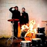 המאזין ברדיו 177: אהבה –> בנין עולה באש