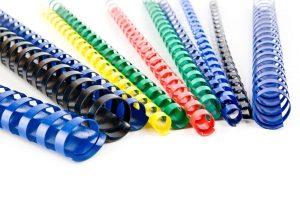 Plastik-Spiralen haben wir in vielen Farben vorrätig