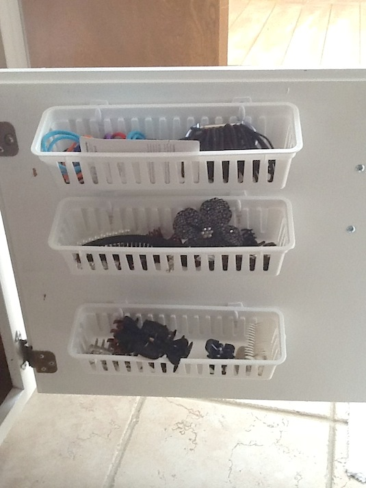 Organize the space under the bathroom sink - LIFE
