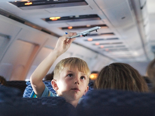 list of things to entertain kids on an airplane | ListPlanIt.com