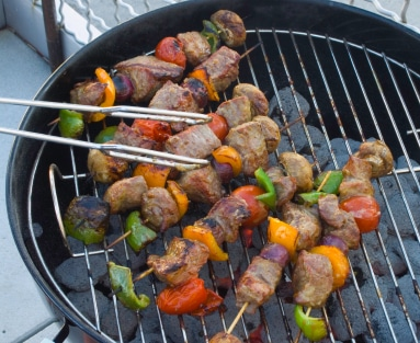list of tips to have an easy, breezy 4th of july bbq | ListPlanIt.com