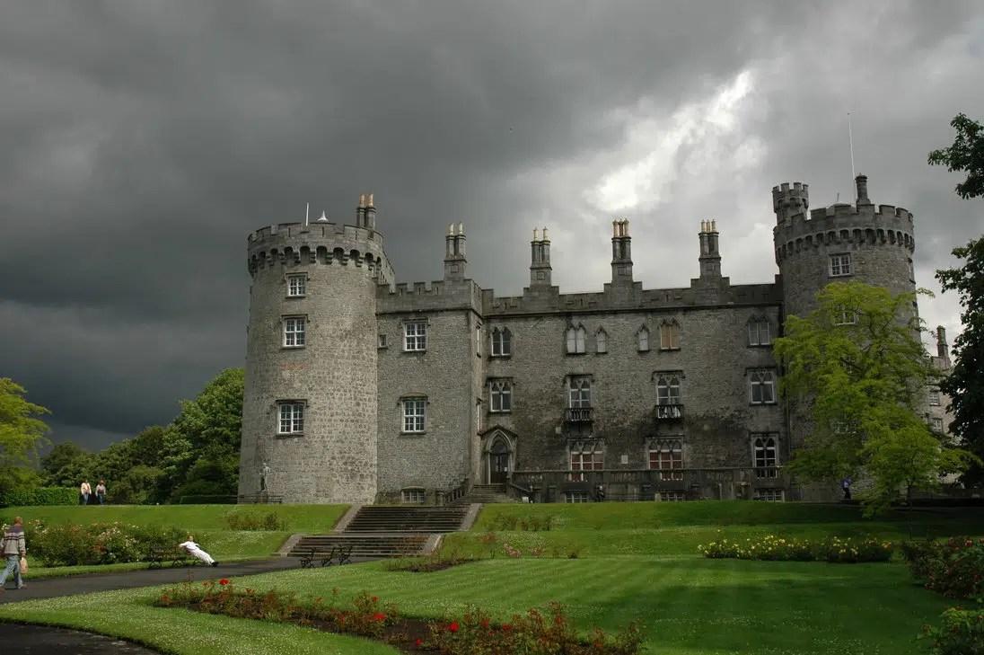 Castles Screensavers And Wallpaper