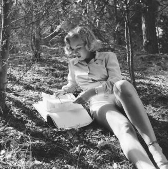 marilyn-reading-big