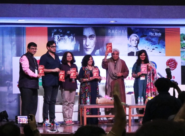 Javed Akhtar inaugurating the book launch of Nita J. Kulkarni's debut mystery novel, The Hawa Mahal Murders, at PILF 2019.