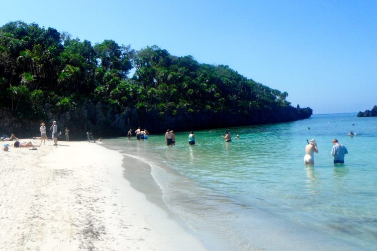 Go to Roatan Honduras by cruise travel. One of the most beautiful places to take a cruise to!
