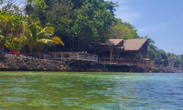 Roatan Travel Guide - Tips and Things you need to know about visiting Roatan