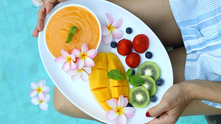 How to Eat Healthy While Traveling (+ 5 Tips for Those on Restricted Diets)