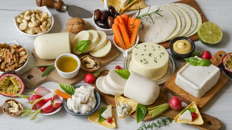 How To Build The Best Dairy Free Cheese Platter (Italian Style)