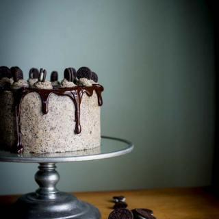 Oreo Chocolate Dribble Cake