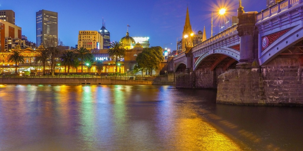 Melbourne at night | Little City Trips Guide to the best time to visit Melbourne