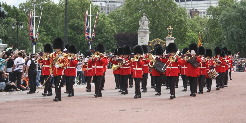 Changing of the Guard | Family Things to do in London | Little City Trips - City Travel Experts