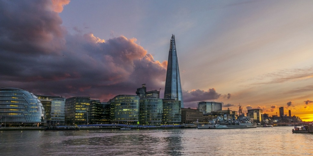 Sunset over the Southbank Skyline in London and the Shard | Fun things to do in London with Kids | Family Guide by Little City Trips City Travel Experts