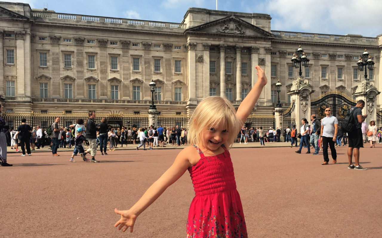 Child in front of Buckingham palace - a guide to family things to do in London