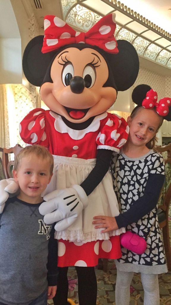Hong Kong Disneyland meeting Minnie Mouse