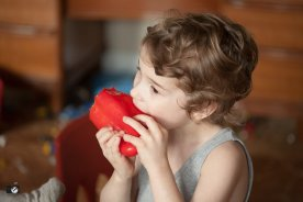 boy-eating-red-pepper