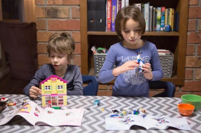 lego-juniors-friends-4