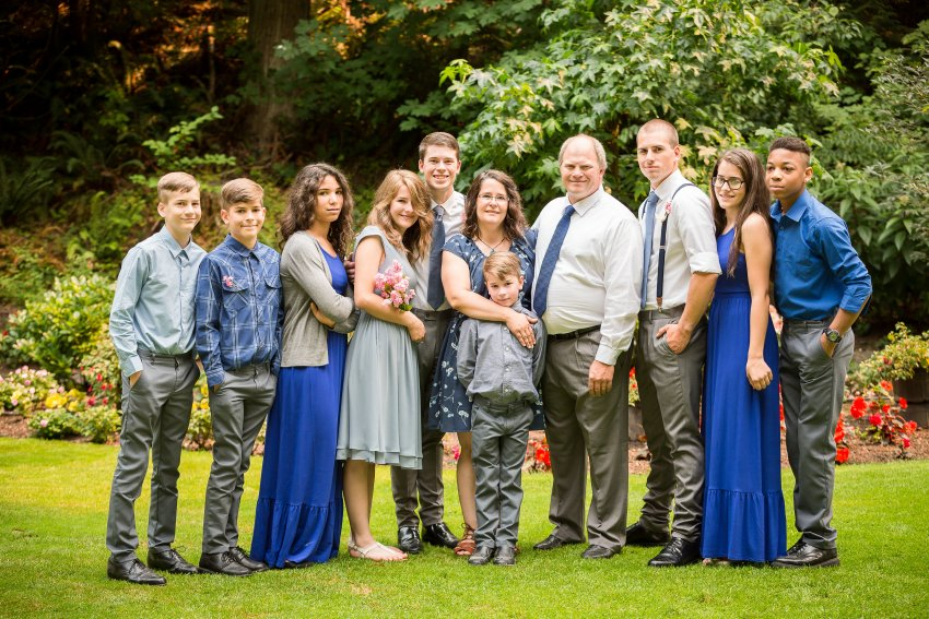 Large family photo take at Tilly and Jared's wedding.