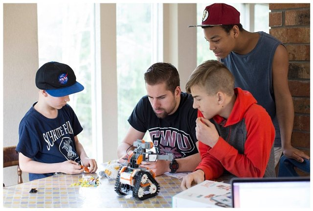 JIMU robot kids is the perfect holiday gift to bring families together.