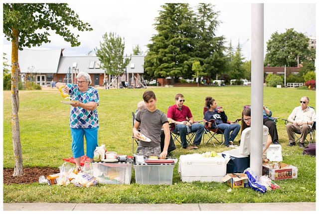 Picnic with large family in Olympia.