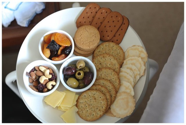 A snack plate is a great gift for new moms.