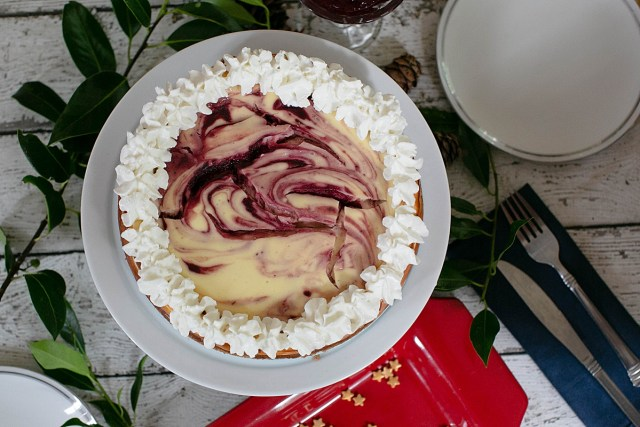 This simple cheescake recipe is beautiful and easy to make.